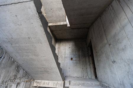 Photo pour Empty large apartment after builders without repair. Start renovation. New house - image libre de droit