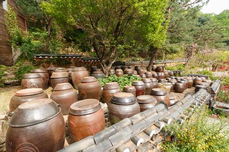 Photo pour platform for crocks of sauces and condiments in Korea - image libre de droit