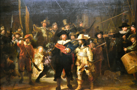 Foto de Amsterdam, Netherlands - May 6, 2015: The painting Night watch at Rijksmuseum, Amsterdam, Netherlands. The Night Watch is one of the most famous Dutch Golden Age paintings and is window 16 in the Canon of Amsterdam. - Imagen libre de derechos