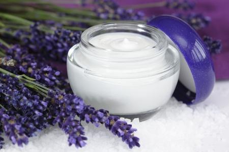 Photo pour Face cream with lavender on sea salt  lat. Lavandula anugustifolia - image libre de droit