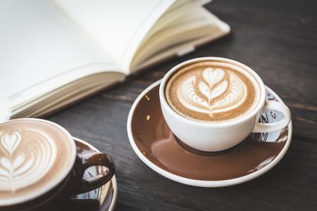 Photo pour Soft focus on latte coffee cup - vintage effect process pictures - image libre de droit