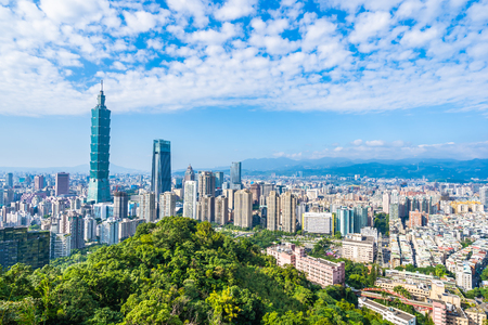 Foto für Beautiful landscape and cityscape of taipei 101 building and architecture in the city skyline with bluesky and white cloud at Taiwan - Lizenzfreies Bild