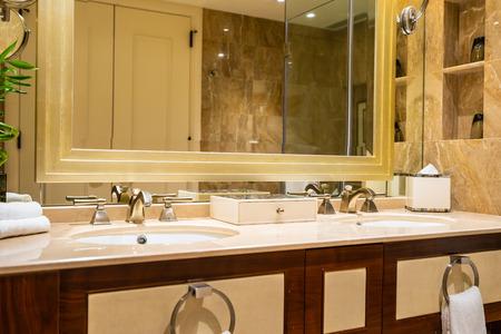 Photo pour Beautiful luxury faucet and sink decoration in bathroom interior - image libre de droit