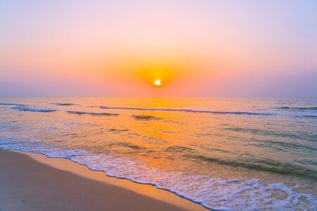 Photo pour Beautiful landscape outdoor sea ocean and beach at sunrise or sunset time for leisure travel and vacation - image libre de droit