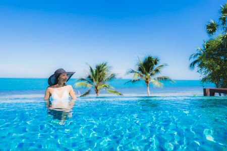 Photo pour Portrait beautiful young asian woman relax in luxury outdoor swimming pool in hotel resort nearly beach sea ocean for holiday vacation concept - image libre de droit