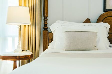 Photo pour White pillow and blanket on bed decoration in beautiful luxury bedroom interior - image libre de droit