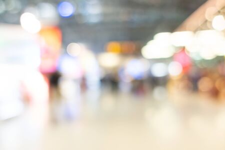 Photo pour Abstract blur shopping mall interior of department store for background - image libre de droit