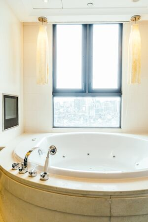 Photo pour Beautiful luxury white bathtub decoration interior of bathroom - image libre de droit