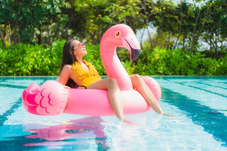 Photo pour Portrait beautiful young asian woman on the flamingo inflatable float in swimming pool at hotel resort for leisure holiday vacation concept - image libre de droit
