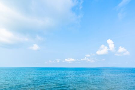 Photo pour Beautiful landscape of sea ocean with white cloud and blue sky with copy space for leisure travel and vacation - image libre de droit