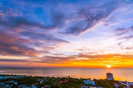 Photo pour Beautiful outdoor landscape and cityscape of hua hin in Thailand at sunrise time - image libre de droit
