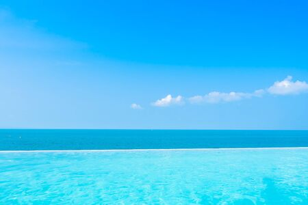 Photo pour Beautiful landscape of sea ocean with outdoor swimming pool on white cloud blue sky background for leisure travel and vacation - image libre de droit
