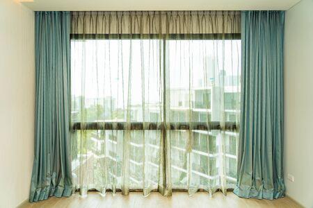 Photo pour Beautiful window and curtain decoration interior of room - image libre de droit