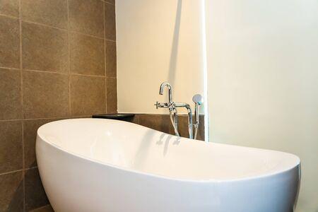Photo pour Beautiful luxury white bathtub decoration interior of toilet room - image libre de droit