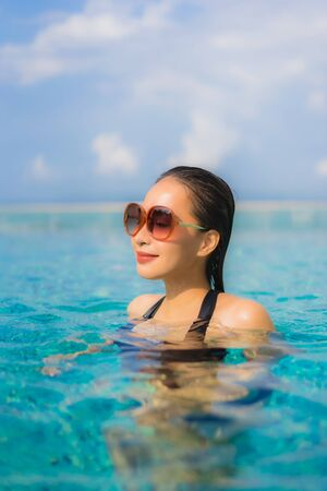 Photo pour Portrait beautiful young asian women happy smile relax outdoor swimming pool in resort hotel for vacation travel - image libre de droit