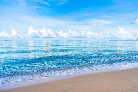 Photo pour Beautiful tropical beach sea ocean with white cloud blue sky and copyspace for leisure travel in holiday vacation concept - image libre de droit