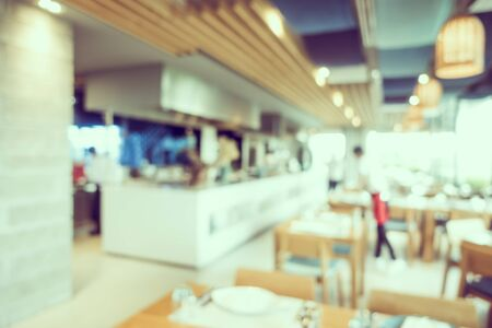 Photo pour Abstract blur coffee shop and restaurant interior room for background - image libre de droit