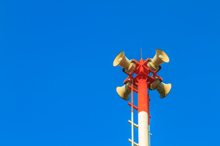 Foto per Tsunami siren warning loudspeakers are installed on the beach in Thailand - Immagine Royalty Free