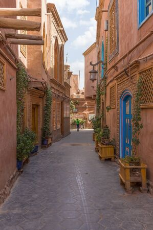 Photo pour Kashgar, China - main city of the Uyghur ethnicity, and once an important stop along the Silk Road, Kashgar displays a wonderful Old Town, characterized by very narrow alleys - image libre de droit