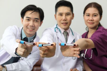 Photo pour Medical doctors team meeting and  showing  sample vaccine in hand  for protect the virus Covid-19 - image libre de droit