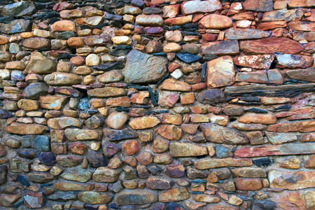 Stone wall with reddish edges and slabs oxides