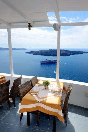 Photo pour The sea view terrace in restaurant, Santorini island, Greece - image libre de droit