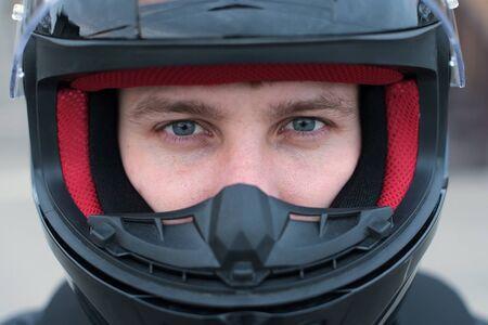 Photo pour Direct view of a motorcyclist in a helmet with an open visor. Close up - image libre de droit