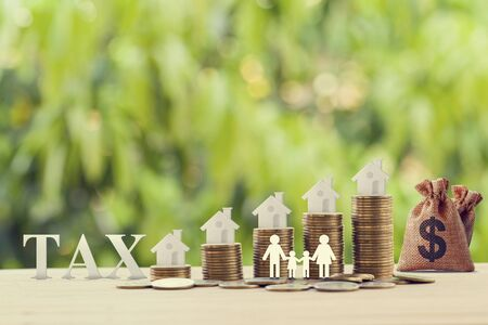 Photo pour Family members, house, dollar money bags on rows of rising coins. Concept family tax benefit, residential property or estate taxt depicts home equity loan, reverse mortgage - image libre de droit
