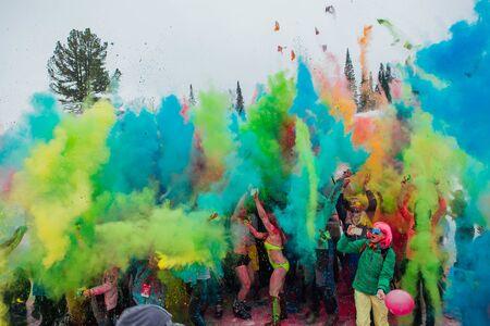 Foto de A group of a young people throwing colorful holi powder. - Imagen libre de derechos
