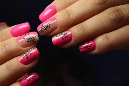 Photo pour stylish design of manicure on beautiful nails - image libre de droit