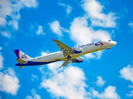 Photo pour Sochi, Russia - October 8, 2018- Aircraft Airbus A321-211 VQ-BKH of Ural Airlines - image libre de droit