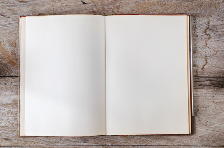 Photo pour Flat lay of old open book on wooden background - image libre de droit