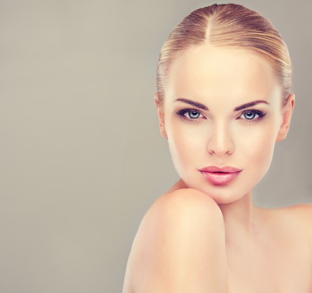 Foto de Beautiful  Woman with Clean Fresh Skin close up . Skin care face . Cosmetology and makeup - Imagen libre de derechos