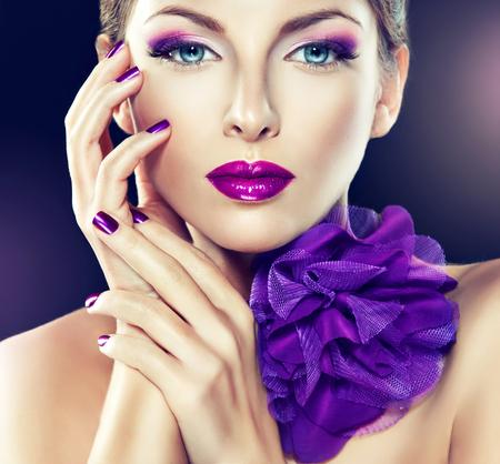 Photo pour Fashionable Girl Portrait.Violet make up and manicure. Big violet bow on the neck. - image libre de droit