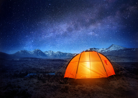Photo pour A camping tent glows under a night sky full of stars. Outdoor Camping adventure. - image libre de droit