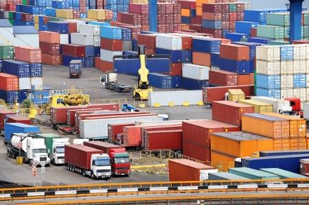 Photo pour sea container warehouse and truck - image libre de droit