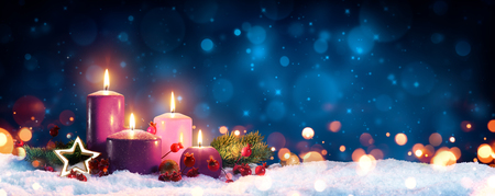 Foto per Advent Candles In Christmas Wreath - Three Purple And One Pink As A Religious Symbol - Immagine Royalty Free
