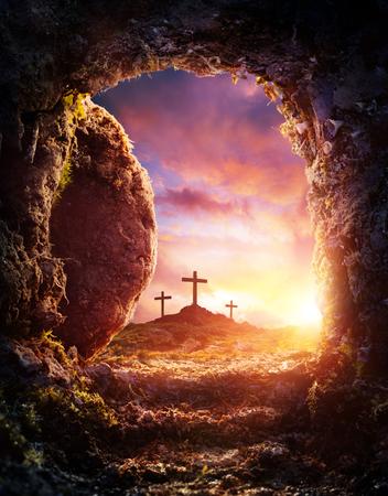 Photo pour Empty Tomb - Crucifixion And Resurrection Of Jesus Christ - image libre de droit