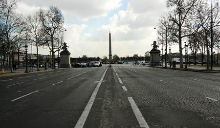 Photo pour Paris street walking - image libre de droit