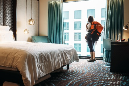 Photo pour Woman backpacker traveler stay in high quality hotel room - image libre de droit