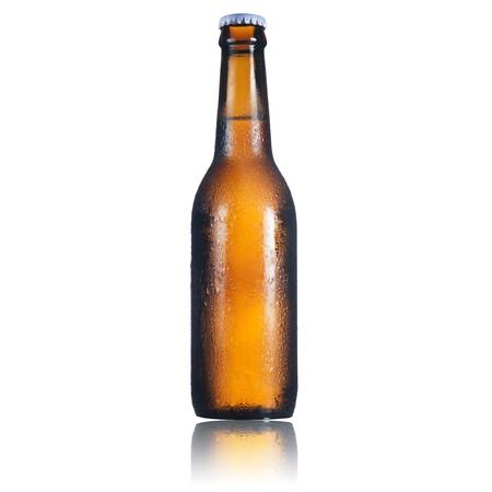 Photo pour Beer bottle on white background - image libre de droit