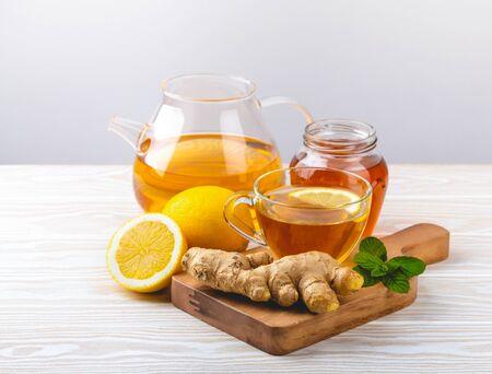 Photo pour Ginger and lemon tea on white - image libre de droit