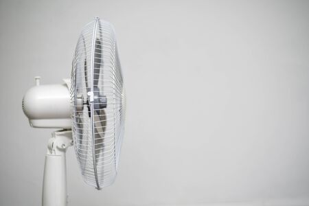 Foto de Floor fan standing on a gray wall background. - Imagen libre de derechos