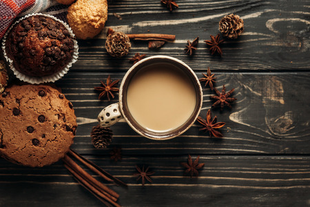 Foto de aromatic coffee cookies and anise flat lay on wooden background, stylish rustic winter wallpaper. space for text. cozy mood autumn. seasonal holidays concept - Imagen libre de derechos