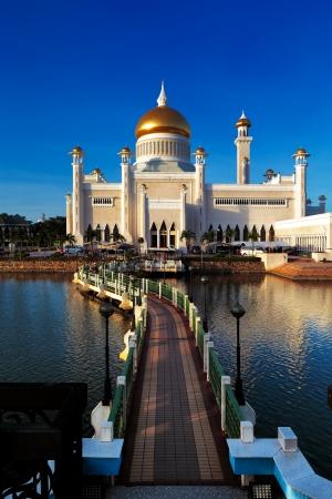 The center piece of Brunei s capital Bandar Seri Begawan is the majestic Sultan Omar Ali Saifuddien Mosque