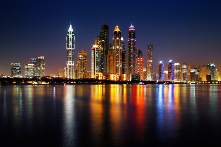Photo pour Dubai Marina, UAE at dusk as seen from Palm Jumeirah, this skyline view is simply spectacular - image libre de droit