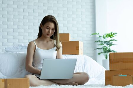 Foto für Asian women working with laptop for Online shopping at home with box for packaging in home,Own Small Business Start up for Online shopping.Small business concept. - Lizenzfreies Bild
