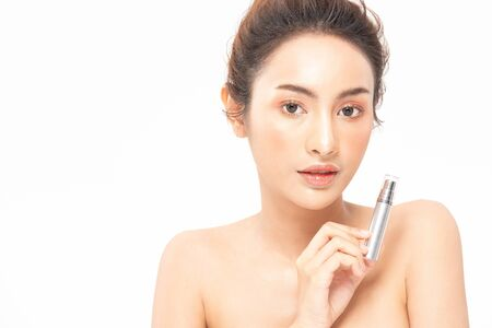 Photo pour Beauty asian woman  brown hair looking smile in camera happiness and hold bottle cosmetic cream lotion  and cheerful with make up brush,Beauty Concept on white background. - image libre de droit