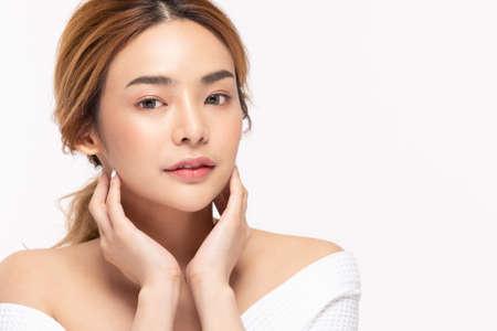 Photo pour Beauty asian women  touching soft chinskin close up face beauty . - image libre de droit