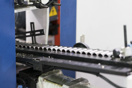 Photo pour Automatic CNC machining line with auto loader. High precision part for automotive industy. PLC and automation system of high technology manufacturing factory. high speed conveyor line. - image libre de droit
